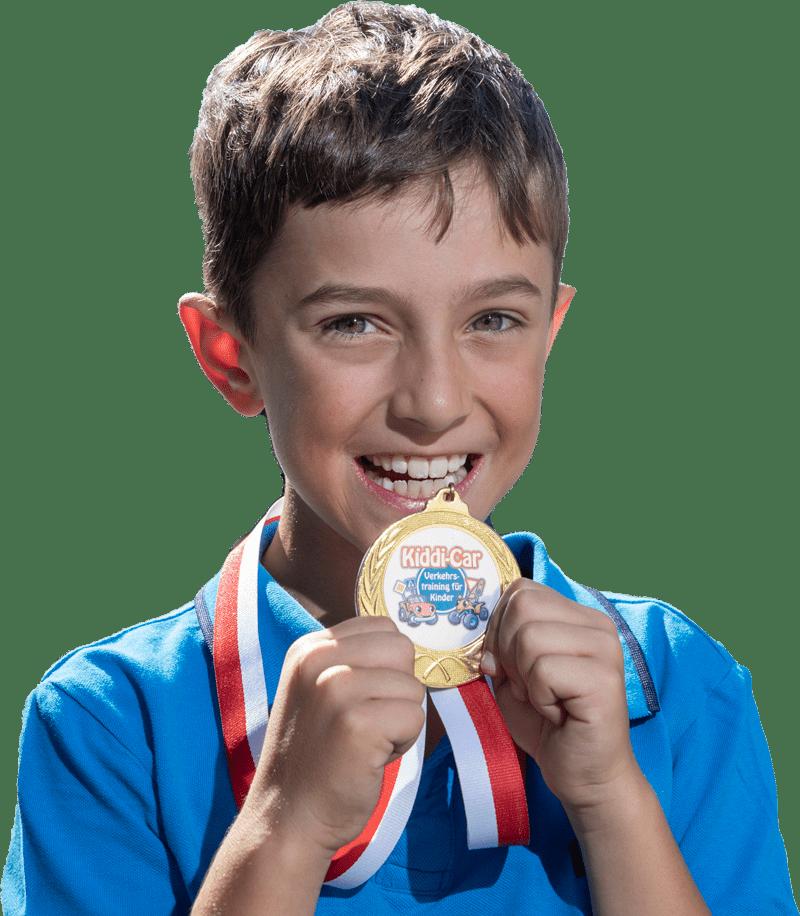 Kind mit Medaille