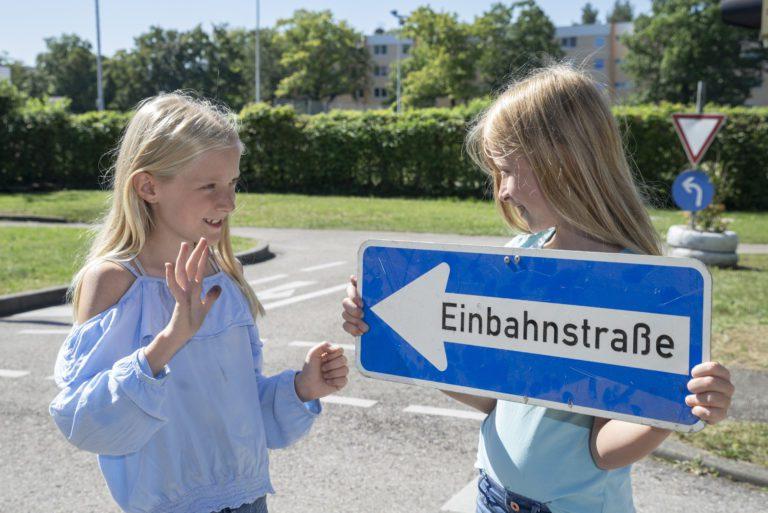 Einbahnstraße Verkehrszeichen Schild